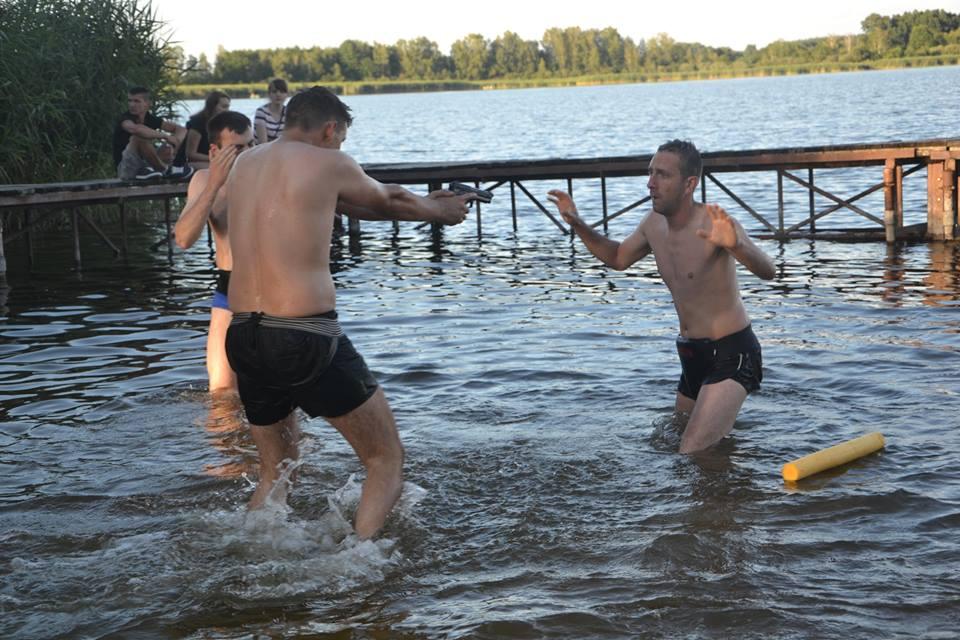 adam-grzeziolkowski-krav-maga-lubin-samooborna-legnica-oboz-trening-wakacje-super-zabawa-7