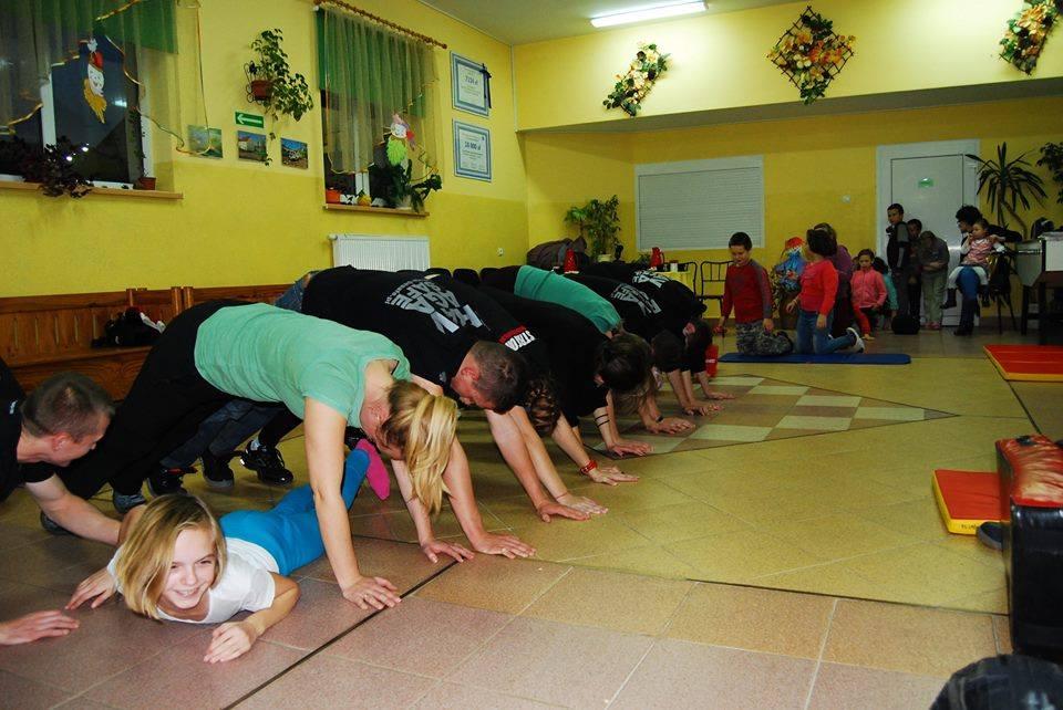 krav-maga-adam-grzeziolkowski-trening-charytatywny-samooborna-dla-dzieci-legnica-dzien-dziecka-lubin-30