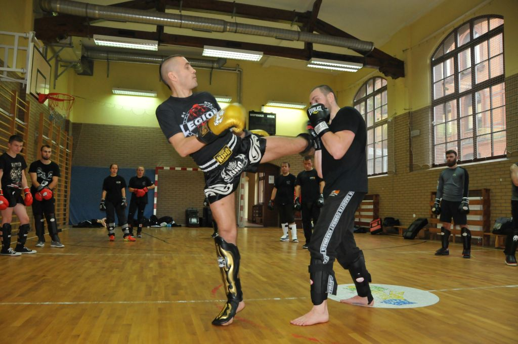 NO PAIN NO FIGHT - KRAV MAGA vs KICKBOXING