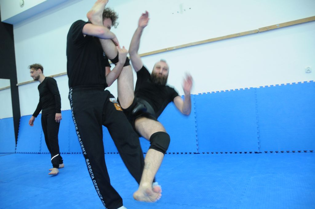 NO PAIN NO FIGHT - KRAV MAGA vs ZAPASY